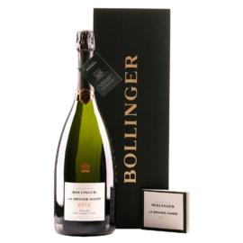 BOLLINGER La Grande Année 2012 Magnum Wooden Case - 65% Pinot Noir, 35% Chardonnay - Magnum 1,5 l - Az alapborokat a folyamatosan felújjított kis méretű öreg tölgyfahordókban erjesztik és érlelik.