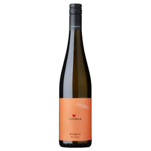 LOIMER Kamptal Riesling DAC 2020 - Fehér bor - Ízei tiszta lédús gyümölcs, lime és narancs, az élénk savasság pedig elegáns szerkezetet ad.